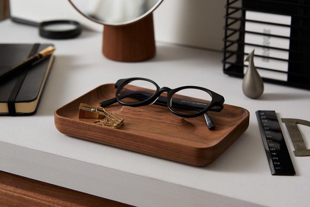 Tray lifestyle glasses.jpg