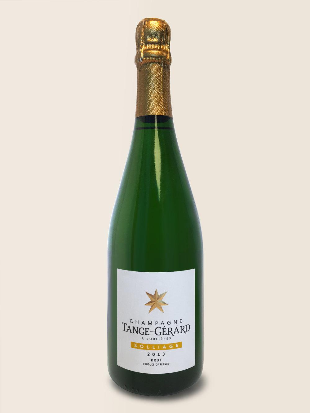 Solliage - Solliage har en meget ren, meget frisk smag med masser af kant. En blanc de blancs, lavet af 100% Chardonnay fra det usædvanligt sene år 2013. Kun 3.000 flasker.