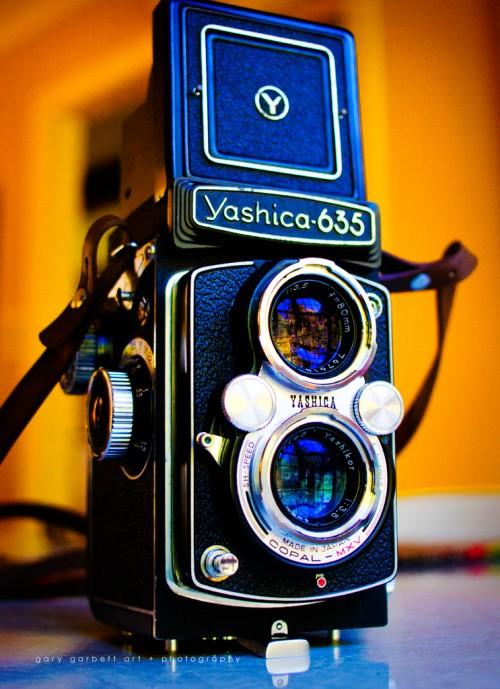 yashica635_2-e1358821041642.jpg