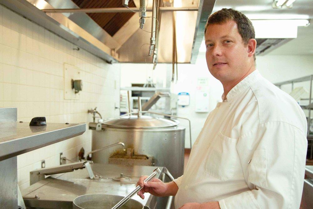 """DaviD,CocinerO - """"Mucha gente no puede comprar suficiente comida para sus familias. Para que prosperen, deben ganarse la vida."""""""