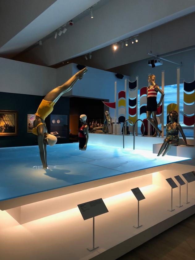 Girl_diving_ocean_liner_pool_display_V&A_museum.png