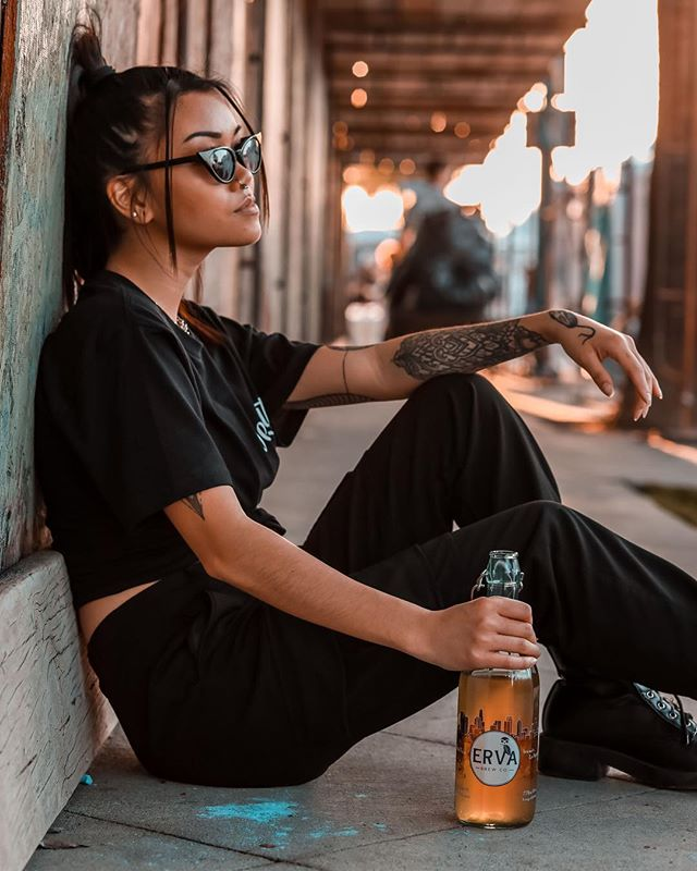 Poker face in full effect 😎 Super exciting market announcements coming soon- stay tuned!!🙊🥳 Shout out to @i.angelphoto for capturing this beautiful moment! 💚#humpday #wednesdaymood #weloveourcommunity #drinkmoremate #drinkerva