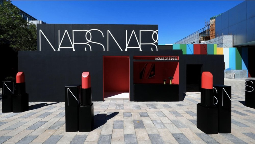 """House of Nars"" pop-up in Beijing Sanlitun supporting the O2O strategy for Asian markets."