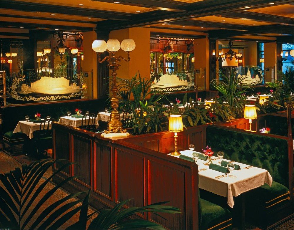 Old-Ebbitt-Grill_Courtesy-Clyde's-Restaurant-Group_2018_Old-Ebbitt-Grill-Main-Dining-Room,-Ron-Blunt-Photog.jpg