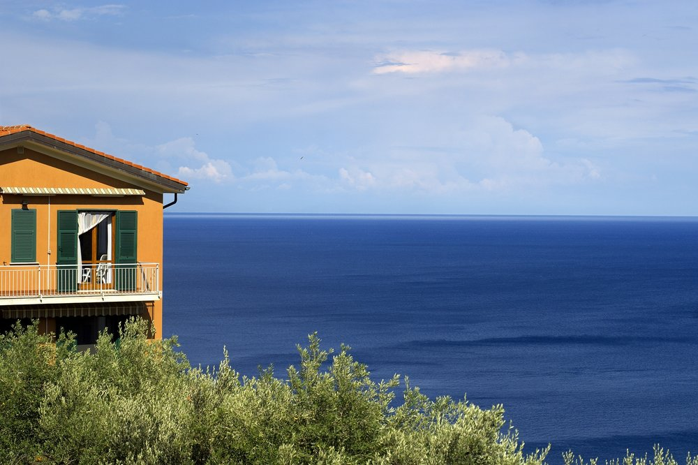 hillside shore house.JPG