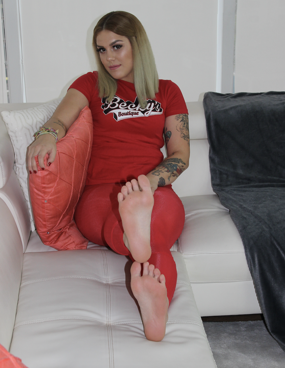 KAILEY KUPCAKE - Ms Kailey Cupcake is a Beautiful, Curvy Blonde with Deliciously juicy size 8 Feet that are incredibly Thick and Meaty. Kailey's feet are tailor made for Gentlemen with an insatiable appetite for Wrinkled Soles. Kailey's also ticklish and absolutely delicious!!
