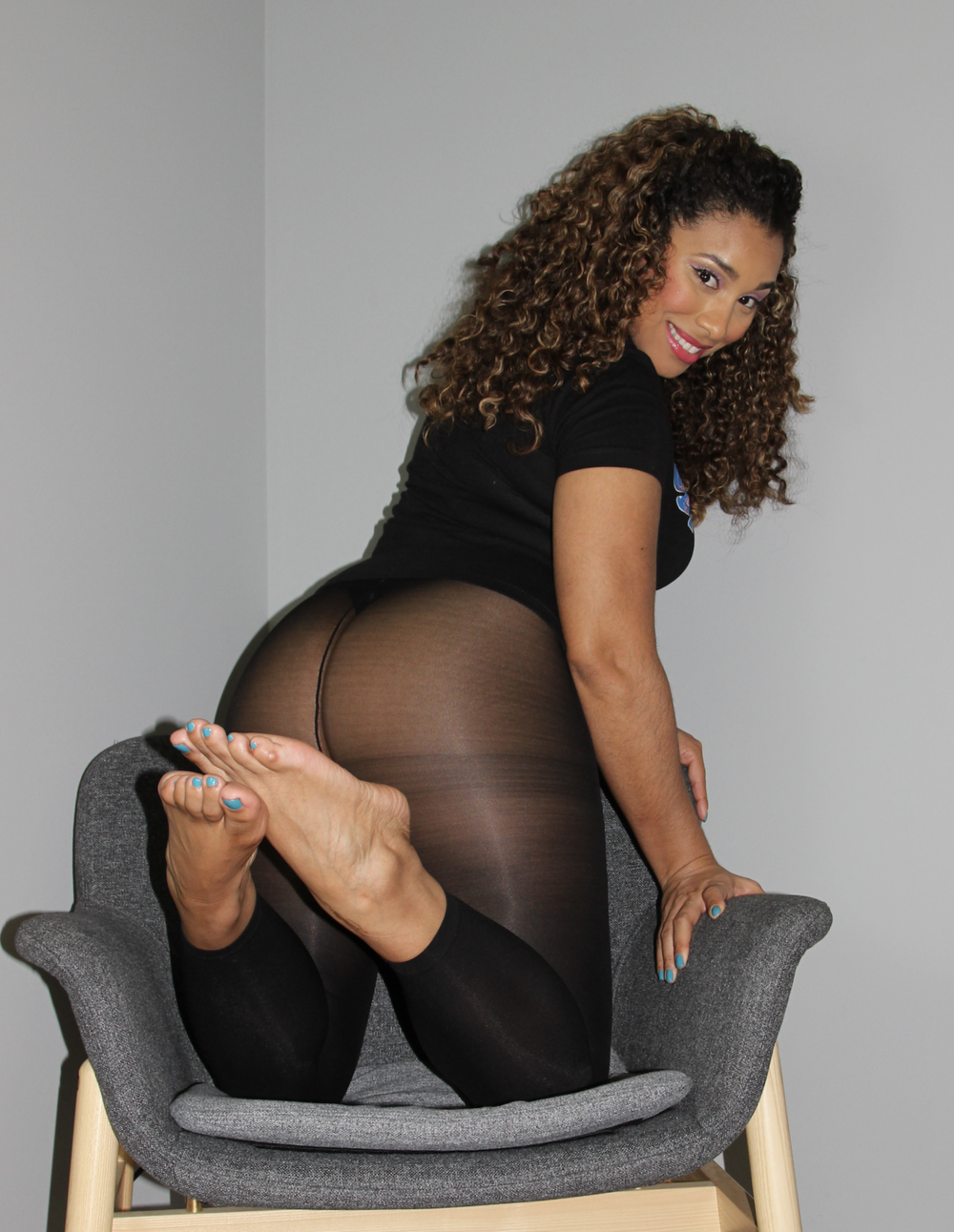 Goddess gigi - Goddess GiGi is a Beautiful Caramel colored Latina with curves for days and Thick, Meaty SIZE 10 Feet that will have you CUMpletely amazed. GiGi is incredibly sweet- though her speciality is smothering Gentlemen with her BIG SEXY FEET!