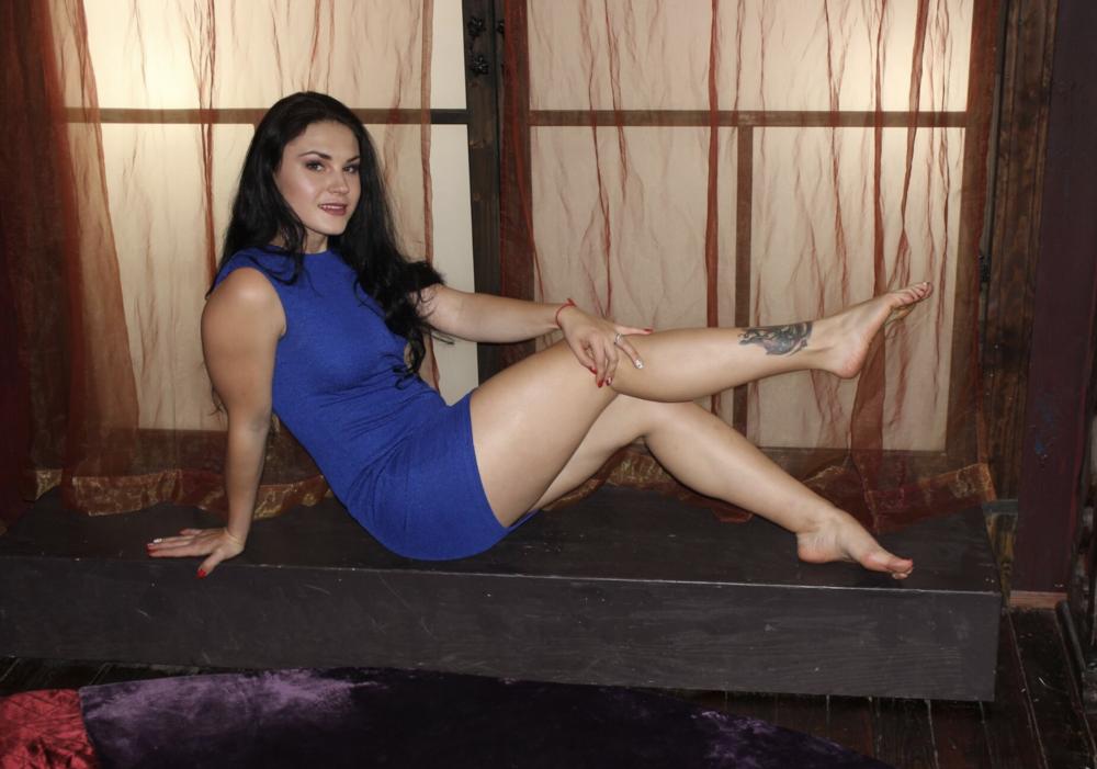 Katrina Von Tease.beckysboutique.nyc.png