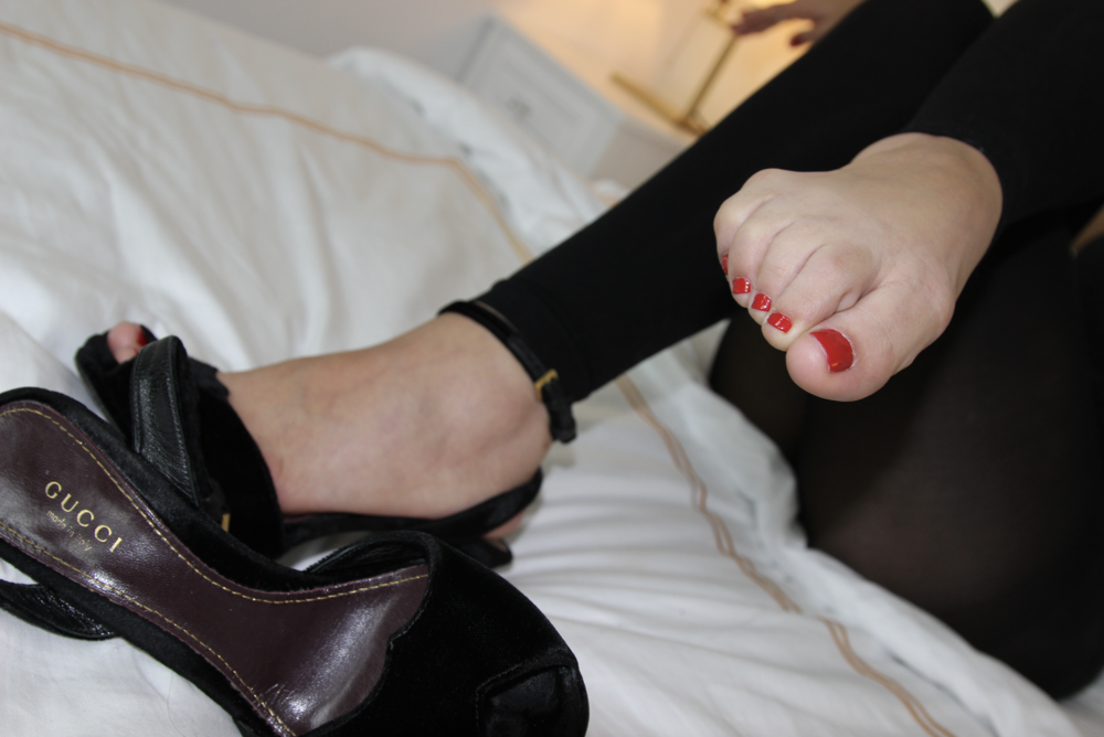 Milley's cherry red toes.png