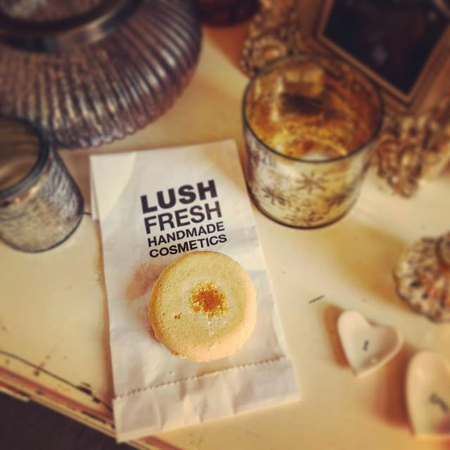 Is anyone else hooked on using soap bars 🧼 ... love soooo much about these little beauties💛 So I started using this gorgeous Honey I Washed My Hair Shampoo Bar from @lush before Christmas and am on my second one, absolutely amazed that as someone who washes their hair most days (due to all the exercise!!!) that is lasted me 7weeks!  It makes a bubbly lather that is perfect for my long hair and smells divine 🧡 but most importantly for me and the reason I switched to this in the first place is that it reduces plastic waste 🌏  As a result of such success I have also switched for soap bars for my body (try Honey I Washed the Kids ... also by @lush 💘). Not quite there yet with finding a good conditioner bar though so if anyone has any recommendations please ping them my way ✌️#lush #lessplastic #savetheplanet #ecowarrior #lessismore #startsmallthinkbig #shampoobar #soapbars #lushobsessed #lovelush