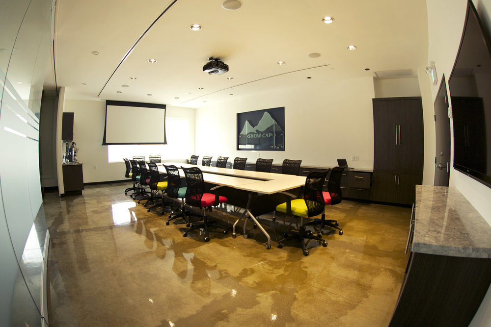 A non-fixed collection of tables allows this space to be versatile while making use of the cameras in the adjacent demonstration kitchen, or hosting board meetings with the commensurate audio-visual facilities.