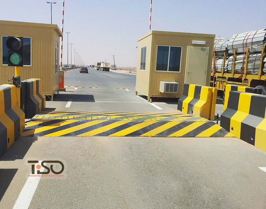 tire-killer-border-checkpoint-uae-oman-002.jpg