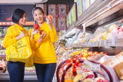 honestbee-concierge-shoppers-picking-only-the-best-for-customers-e1460610884703.jpg