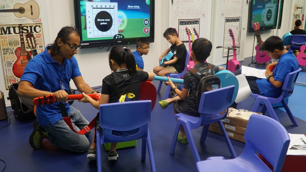 Learning-music-with-teaching-apps-at-DLL.jpg