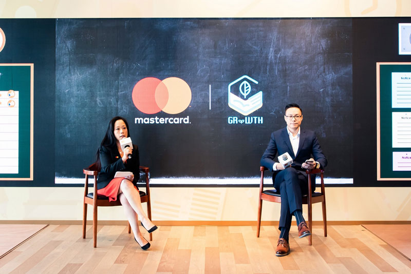 Helena Chen (left) , managing director, Hong Kong and Macau, Mastercard, and Adam Chan (right), co-founder and CEO, GRWTH, shared about bringing hassle-free, fast, safe, and convenient cashless payments experience to schools and parents through a seamless FinTech and EduTech platform, pushing forward the development of Hong Kong as a smart city.