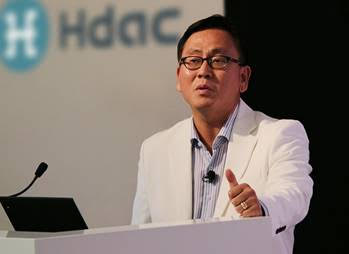 COO John Sang-ug Bae of Hdac delivers his keynote address at the IoT Blockchain Summit 201