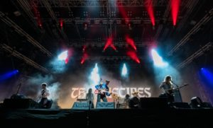 British indie rockers THE VACCINES tear it up on the FWD Stage