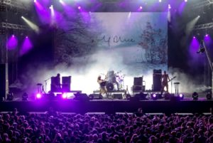 Mercury Prize-winning alt-rockers WOLF ALICE show the FWD Stage why they're one of the best live acts around
