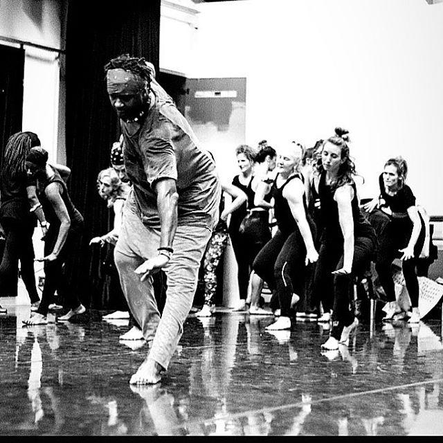 O meu olhar sobre o que eu danço/ensino, está se movendo para outras direções.  E o mais importante nesse movimento positivo, é que eu continuo aprendendo.
