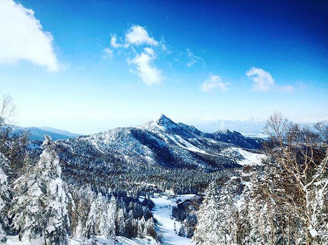 3月も下旬にさしかかる時期ですが、志賀高原のスキー場は素晴らしいコンディションが続いております。