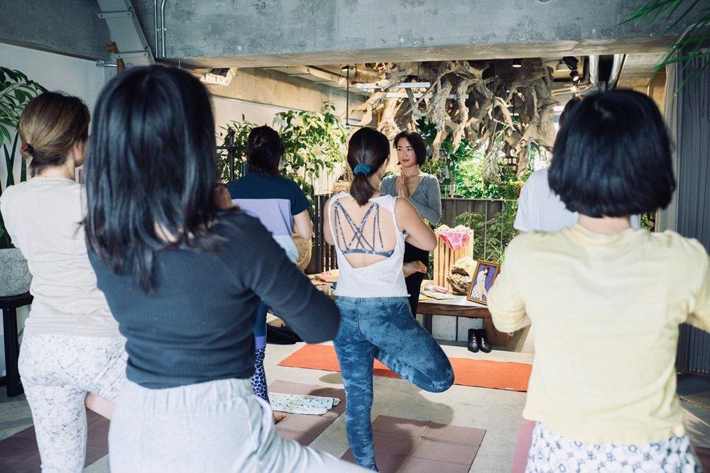 Floral Yoga 1118_181130_0008.jpg