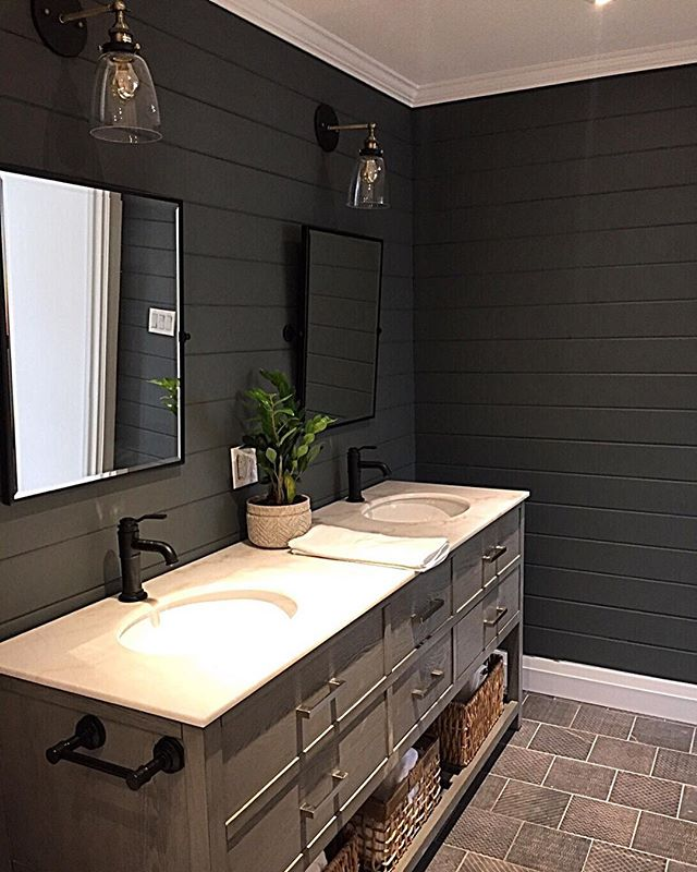 Dark bathrooms...totally underrated 🖤 . . #somersetcottage #westavenuecider #designerrental #interiorporn #cottageporn #interiordesign #fourwallsinteriors