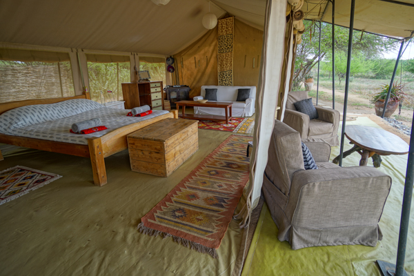 Tumaren Camp 4 Night Safari - Enjoy 4 days walking with camels, gamedriving and relaxing in the midst of Kenya's highest diversity of large mammals.