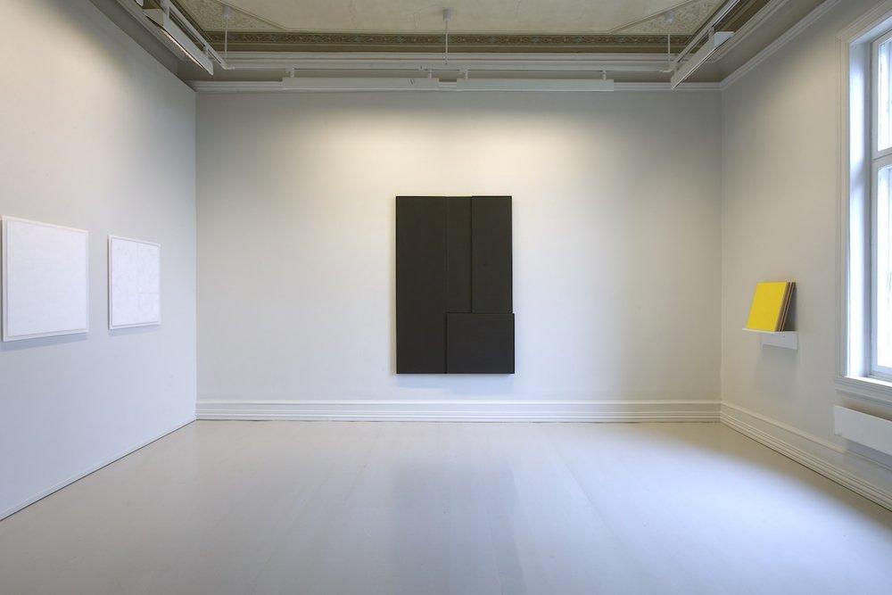 Kontroll,  2004 (right) Acrylic on MDF, 43 x 40 cm  Flater - En utstilling om det monokrome maleriet , Galleri F 15, Moss, 2008