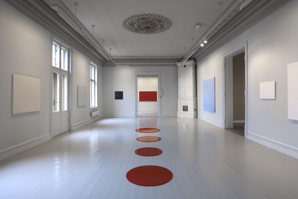 Untitled,  2008  (center, floor) Lacquer on MDF, dimension variable  Flater - En utstilling om det monokrome maleriet , Galleri F 15, Moss, 2008