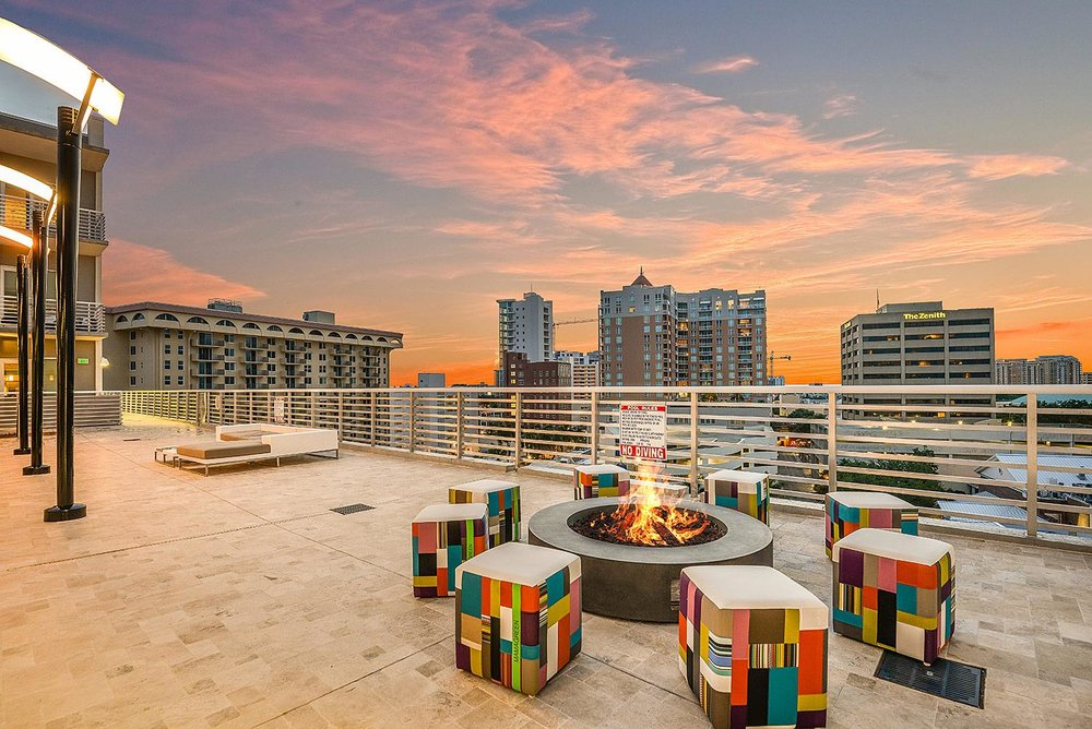 Pooldeck Firepit at Sunset