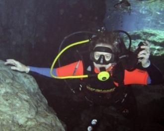 Julie diving.jpg