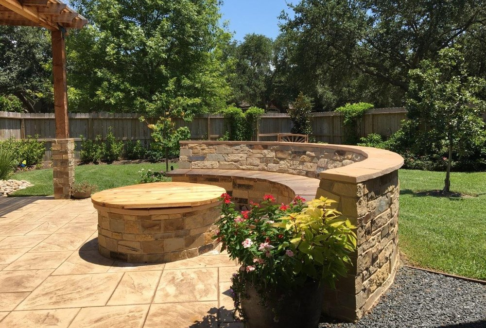 landscaping services - We integrate the beauty of your residence's interior with your exterior environment to provide a source of continual enjoyment that brings people together.