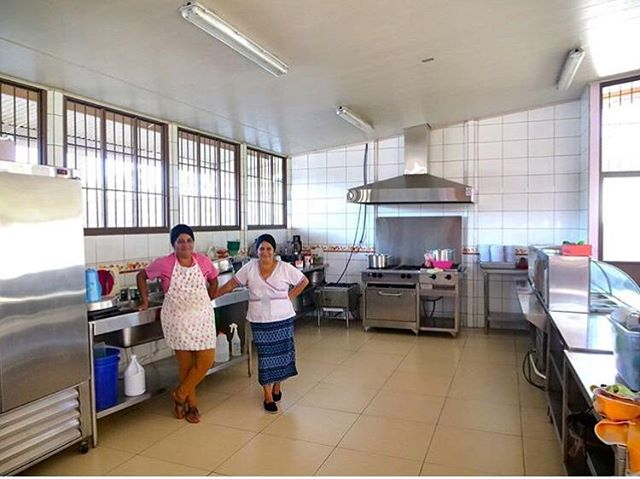 These ladies are the main chefs for a small school in the middle of farm country in Costa Rica, where we were filming for Chestnut Hill Farms last spring. Chestnut Hill not only grows delicious sustainable pineapple, but helped build this school to help provide education for the worker's children in the area. Just a few reasons why we think they're the 💣