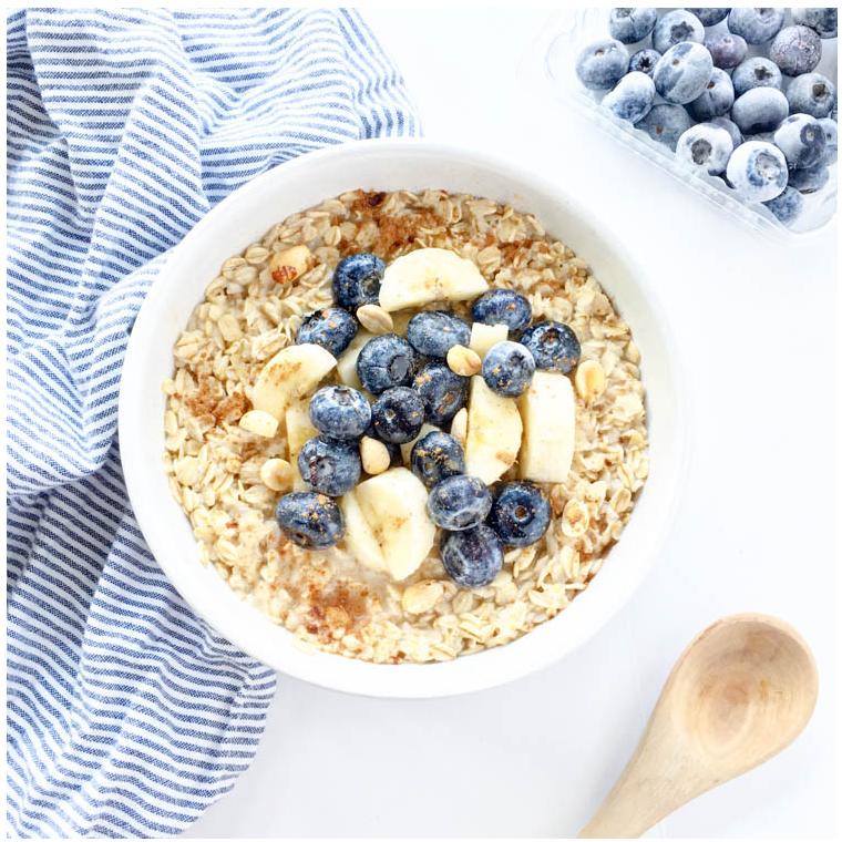 Credit: https://www.theglowingfridge.com/ate-9-plant-based-breakfast-ideas/