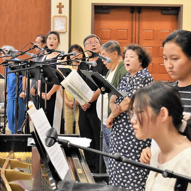 音樂組 - • 合唱團調配• 音樂伴奏服務• 節慶音樂