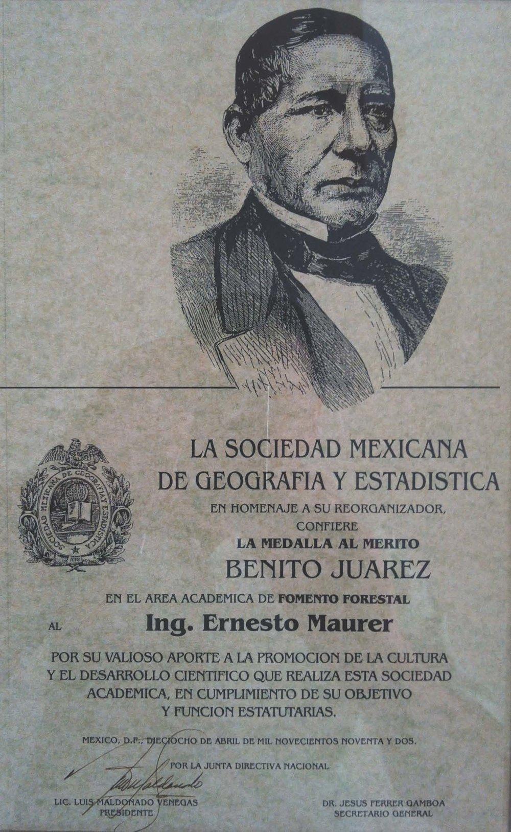 Medalla Benito Juárez - Fotografía  E. Maurer.jpg