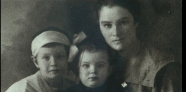 Noldi Schreck con su hermana y madre Foto D. Wachter, cortesía Fam. Schreck