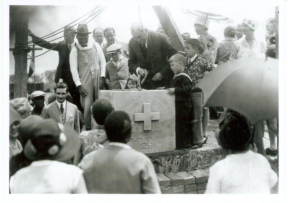 Inauguración 1° Club Deportivo Suizo (Cónsul de Suiza H. Perret)  Foto Familia Amsler