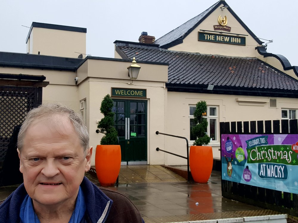 Welcome står der på motellet New Inn uden for byen Newport i Wales. Det er ikke altid, Svend Elkjær oplever samme besked i ord eller handling, når han besøger idrætsforeninger i Storbritannien eller Danmark.  Foto: Henrik H. Brandt
