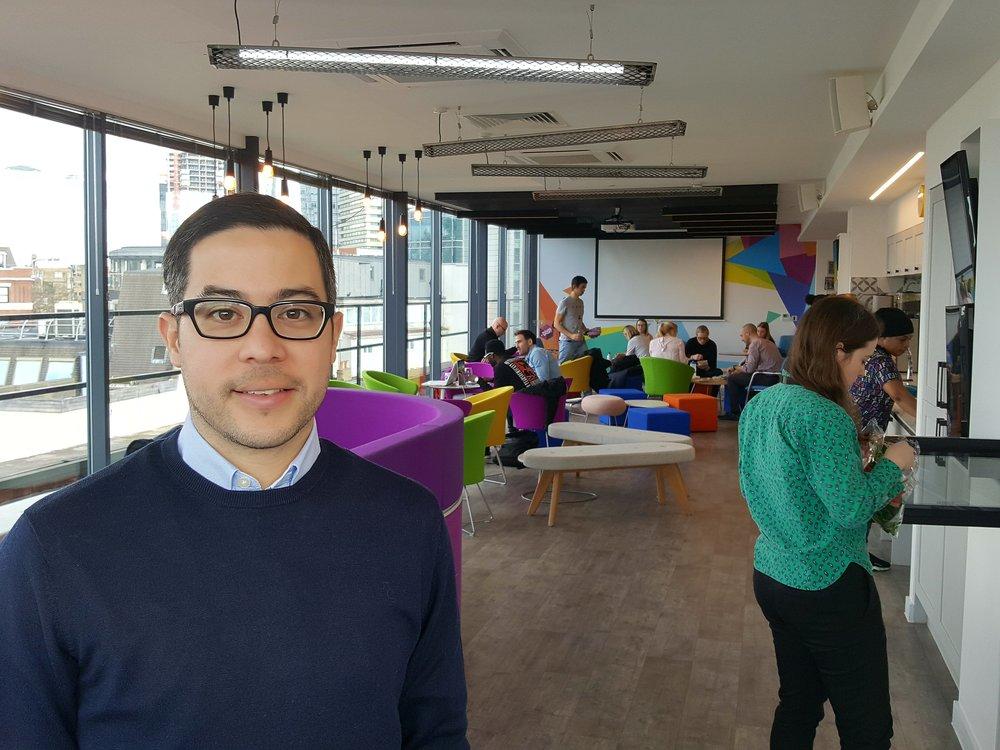 Alex Zurita er projektleder for London Sports forsøg på at fremme idrætsdeltagelsen gennem deltagerfremmende teknologi. Deltagerne i London Sports Tech Hub får kontorfællesskab i House of Sport midt i London sammen med en række idræts- og eventorganisationer.  Foto: Henrik H. Brandt