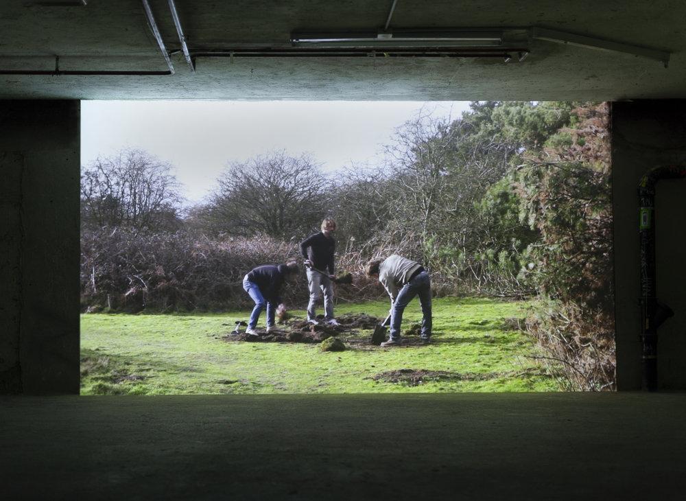 Exhibition view, Galerie Oscar Weiss, Zürich, 2013 / Video: Dig shovel Dig Aldeburgh 2013