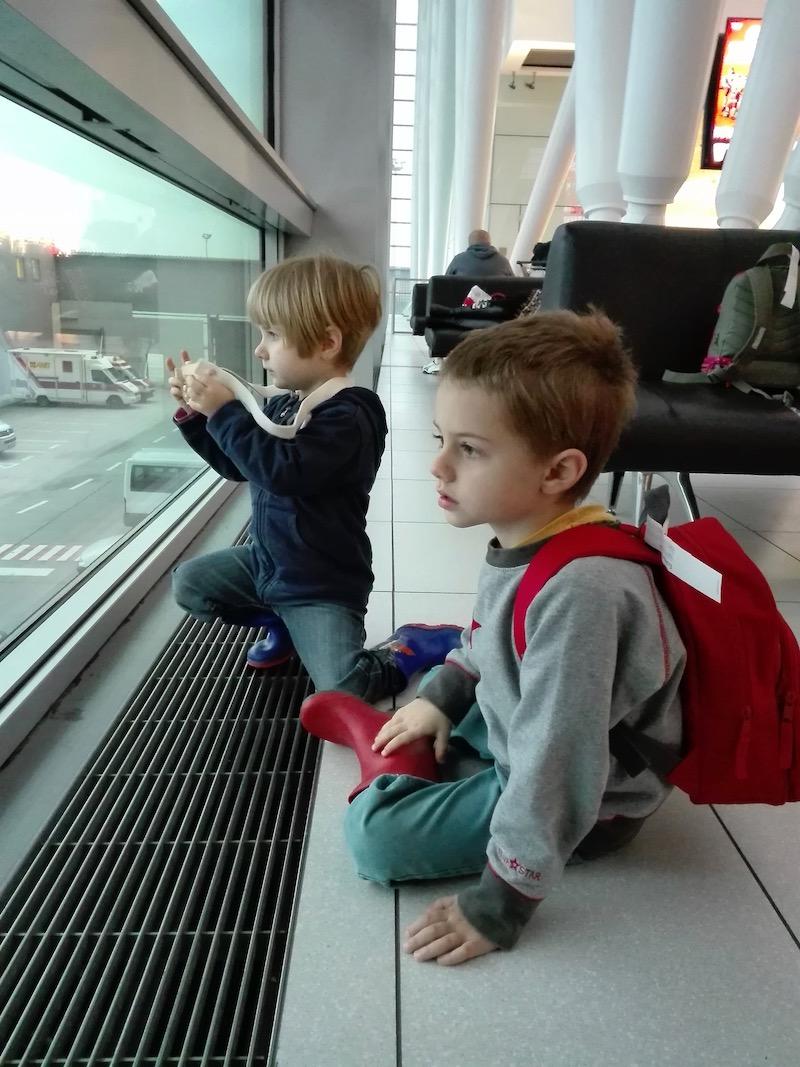 Első alkalommal a reptéren. Budapest, November 2017. Fotó © Molnár Szilvia