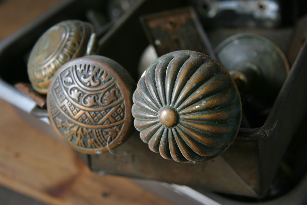 AntiqueKnobs3855.jpg