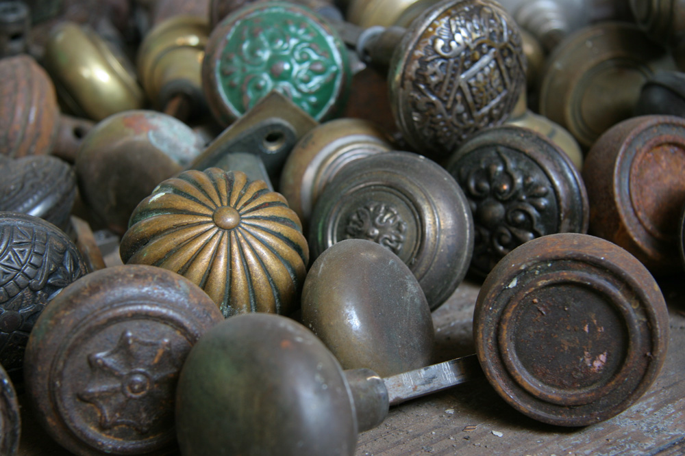 AntiqueKnobs3861.jpg