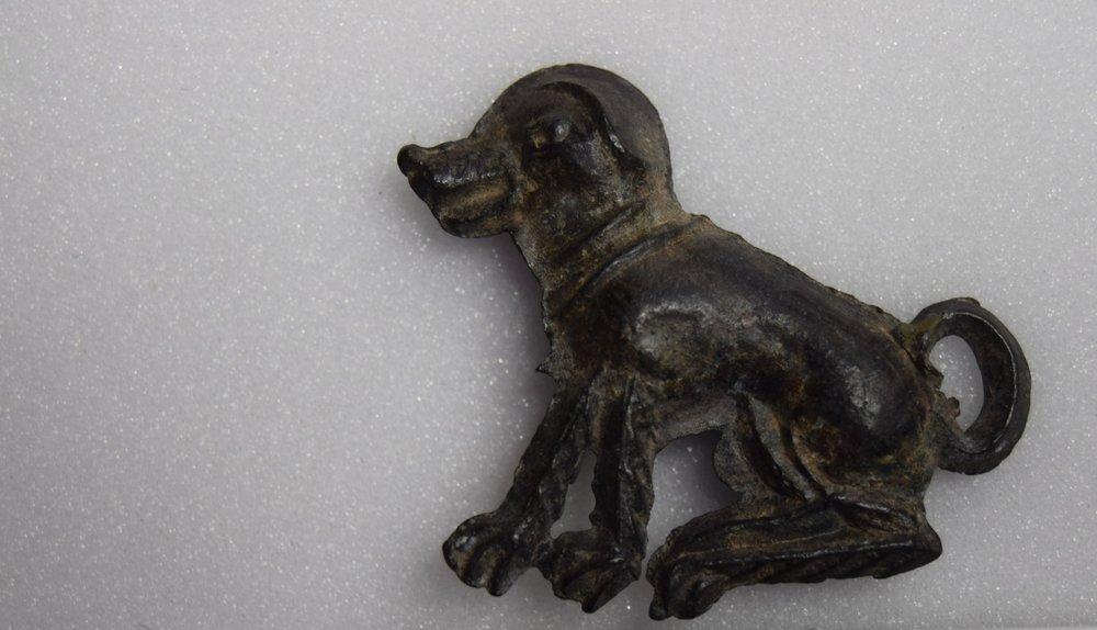 Lead Tin Alloy, seated dog wearing collar, King's Lynn, United Kingdom, 1000-1599, found in Purfleet Quay, 300 x 350 mm. King's Lynn, Lynn Museum, BP 100 (Kunera 07573). Photo courtesy of Shannon Phaneuf.