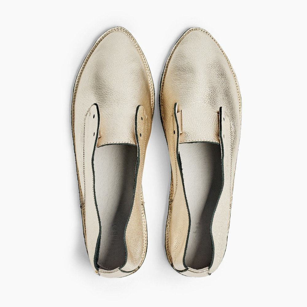 These cool Hobes flats in Antique Gold are always with me these days. In fact, I'm wearing them right now! I love that they don't have laces and they are light as a feather. I don't need a lot of arch support (which they don't have) so they are perfect for me, and they are great for changing into in the middle of an event or while running to catch a flight. I bring them in my carry-on bag just in case my luggage gets lost, because I know that whenever I arrive at my destination I will want to a) go out exploring or b) change outfits to feel refreshed. I can't tell you how many ladies along the road have asked me where I got them.