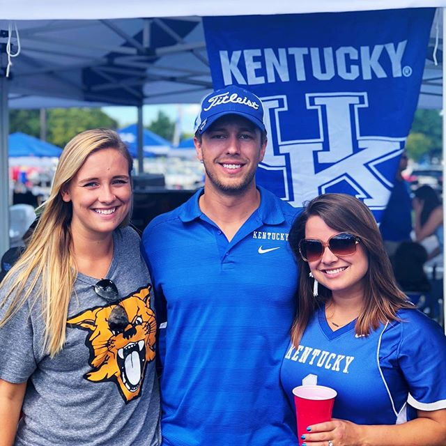Had a blast tailgating with my cousin & brother and other family & friends yesterday before @ukfootball blew out Murray St 💙 ➳ ➳ SWIPE to see the #ZanderFamilyTradition right before we walk into every game! ➳ ➳ Do you and your family have any fun gameday traditions?