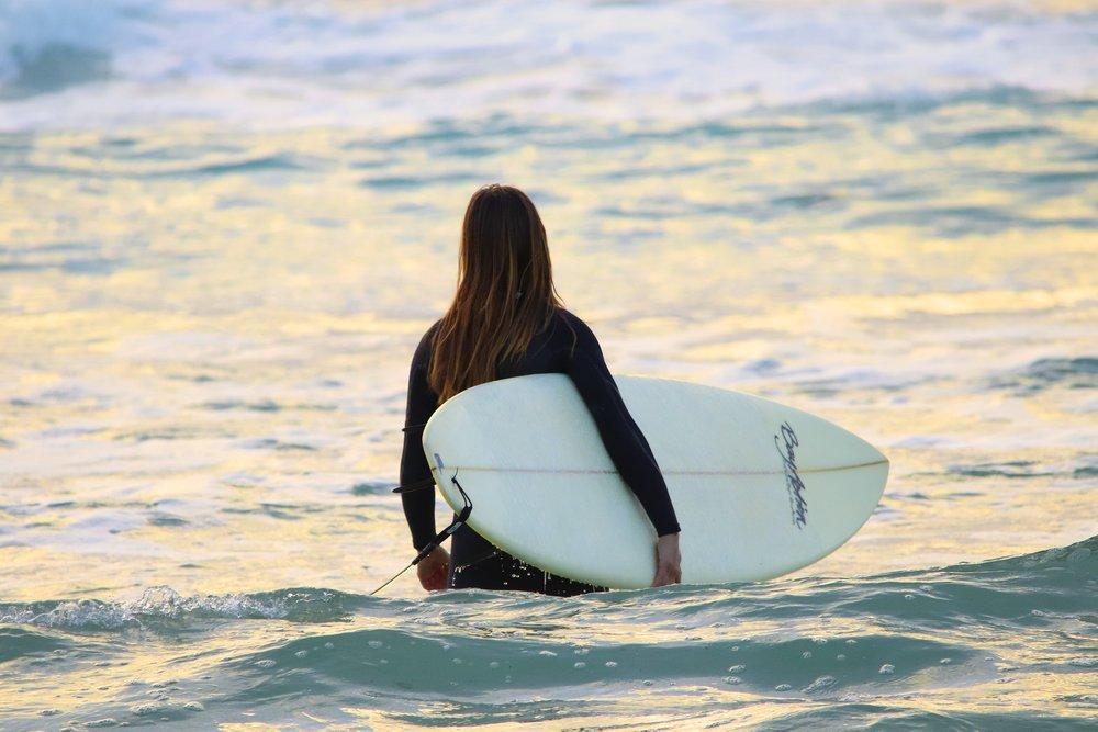 woman surfing debora-cardenas-516435-unsplash.jpg