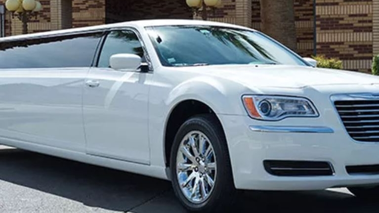 White Limo - 8 Pax Limo is great option for smaller groups, couples, families, or business travelers who want the luxury of a classic limousine.
