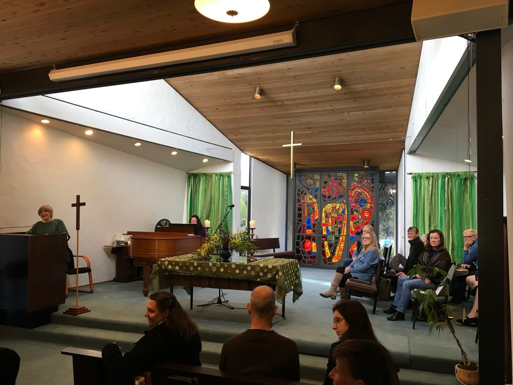 Sandy atPodium to choir.JPG